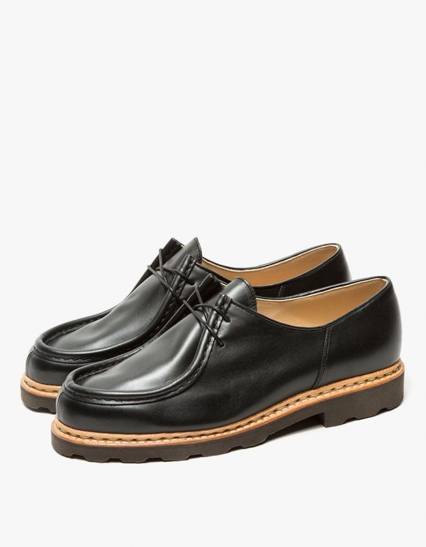 From Lemaire in collaboration with Paraboot, a classic low top shoe in  Black. Featuring