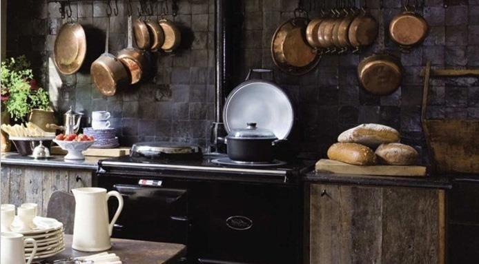 Gli attrezzi vintage soppiantati dai nuovi utensili da - Attrezzi da cucina ...