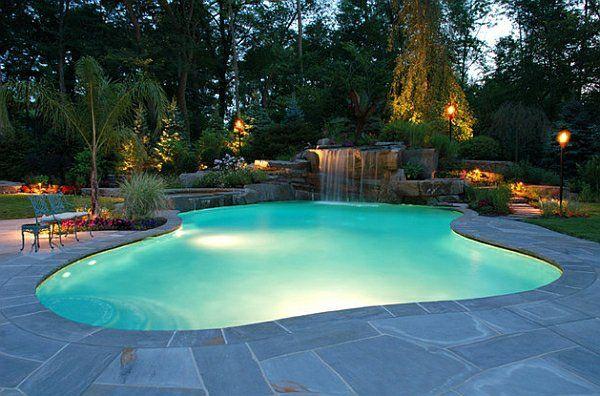 garten mit pool bäumen exotik gartenbeleuchtung laternen Garten