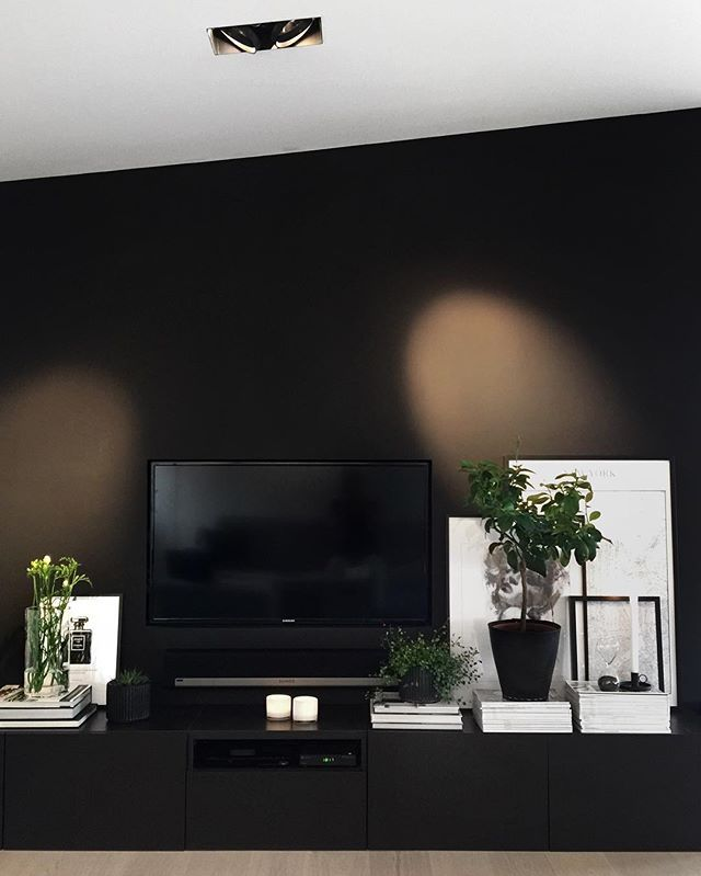 F R I D A Y Friday sushi and handball olympics coming up. = Tv dinner ;-) Have a wonderful weekend everyone! #livingroom #scandinavianinterior #skandinaviskehjem #tvvegg #jotun #purecolor #black #tvwallmountinstallation #interior_august #interiørmagasinet @interior_magasinet
