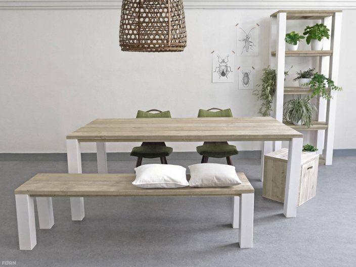 Ländlicher Bauholz Tisch Malena aus Bauholz und lackierten Beinen., perfecte für Ihr Zuhause. Kaufen Sie ihn jetzt nur bei uns!    Wohnideen | Einrichtusideen | Einrichten | Wohnzimmer | Stahl | Bauholz | Industriedesign