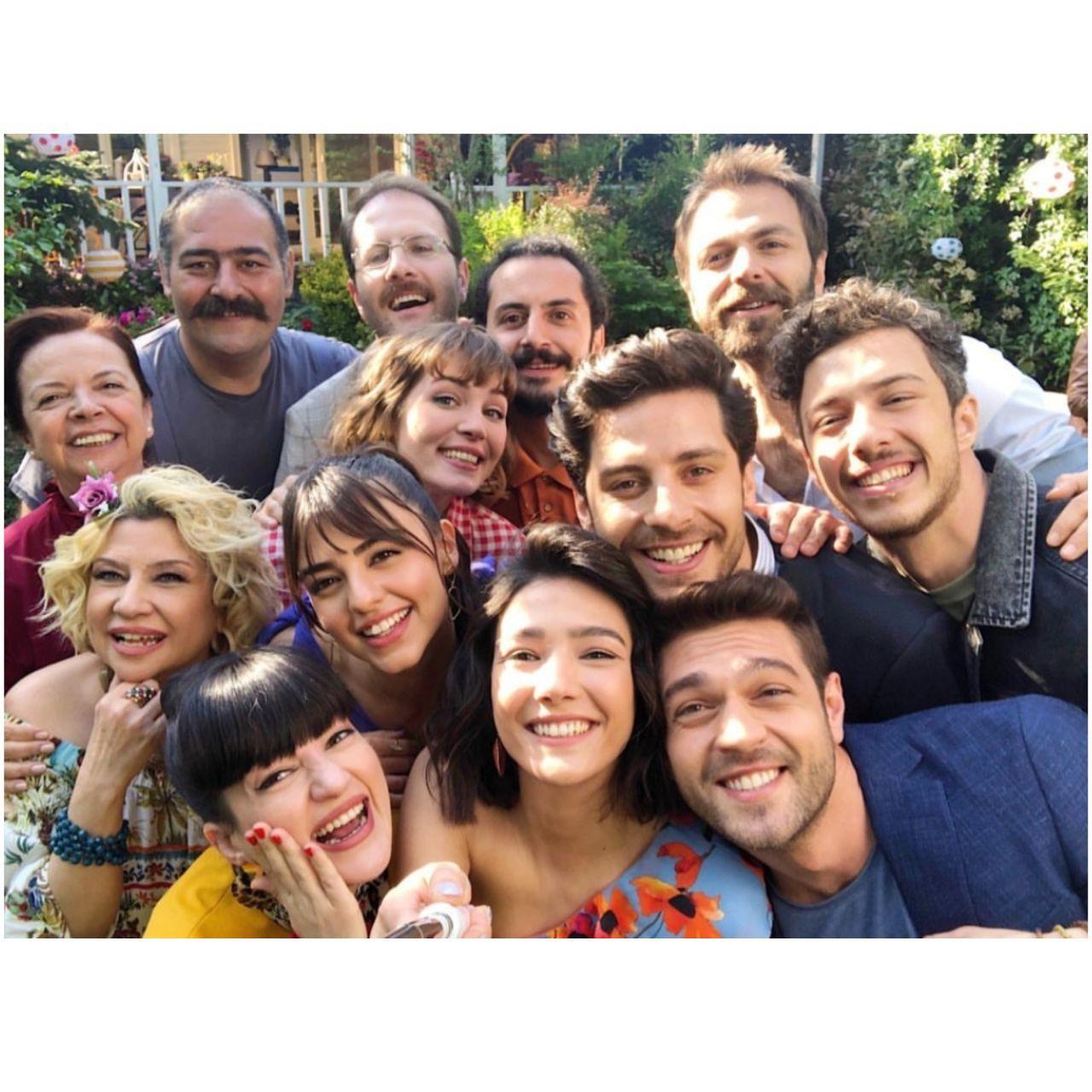 Pin By Minnie Nur On Her Yerde Sen Actors Turkish Actors Beautiful Series