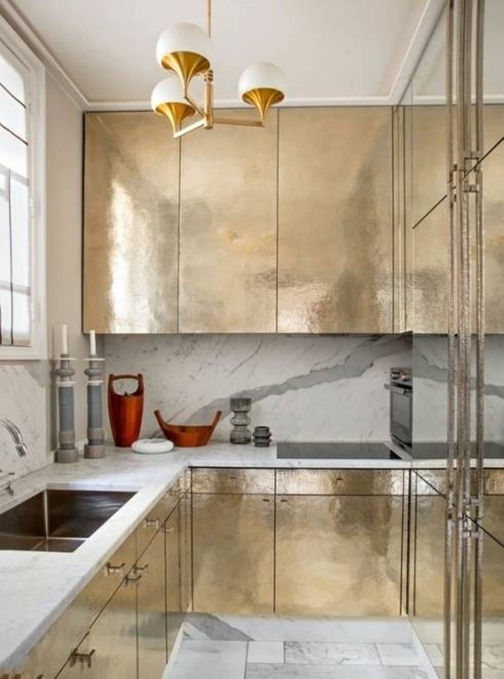 Chic Small Kitchen Design Layout In Gold And Marble Combination - Small kitchen design layouts