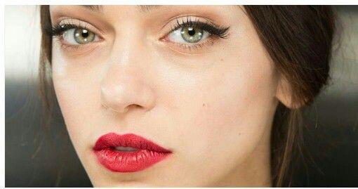 Winged eye cherry lips