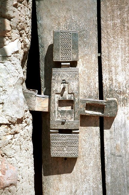Dogon Door Lock Detail. Mali & Dogon Door Lock Detail. Mali | ხეზე თლა | Pinterest