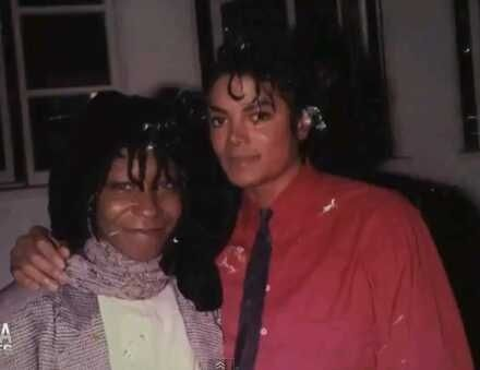 Michael Jackson and Whoopi Goldberg, 1986 | Celebridades, My idol ...