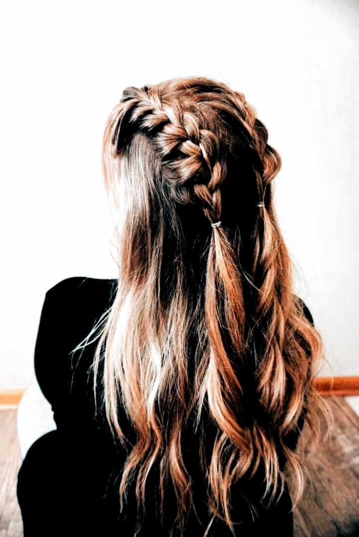 Medium Length Hair Medium Length Hair Curly Half Up Hairstyle For Medium Hair In 2020 Hair Styles Medium Hair Styles Medium Length Hair Styles