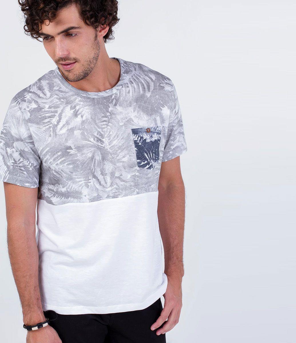 9a5148501e Camiseta masculina Manga curta Floral Com bolso Marca  Blue Steel Tecido    algodão Composição  100% algodão Modelo veste tamanho  M COLEÇÃO VERÃO 2016  Veja ...