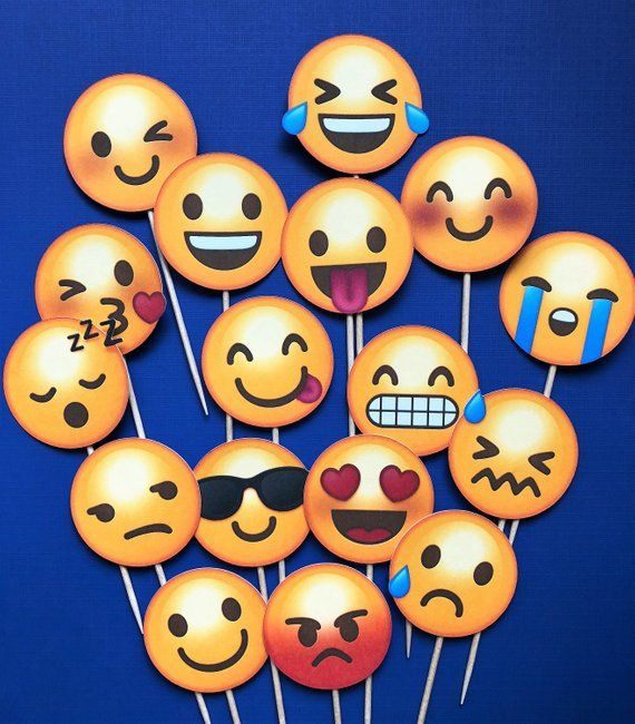 """HEART EYES LOVE EMOJI Personalised 7.5/"""" Edible Cup Cake Toppers Decorations"""