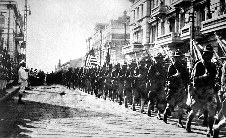 US troops march through Russia before the Battle of Romanovka. Allied intervention in the Russian Civil War 1918
