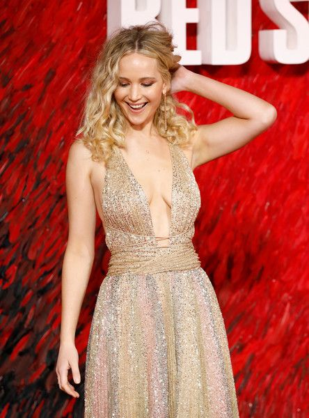Jennifer Lawrence dazzles at Red Sparrow premiere in gold