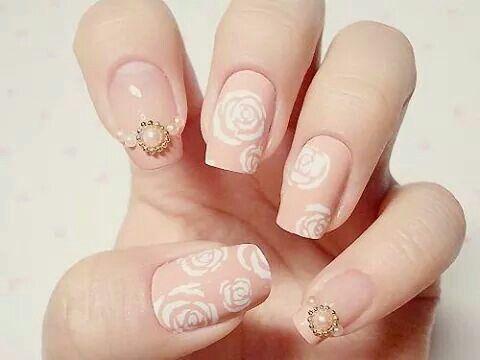 pingl par khelifa saloua sur style ongles fleurs bo te vernis et beaut des mains