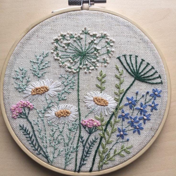 Photo of Blumen und Kräuter Stickerei Hoop Kunst Geschenk für sie / Floral Hand genäht…