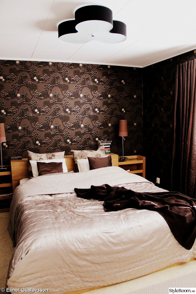 mönstrad tapet sovrum