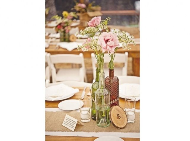 Table mariage champetre nappe blanche et chemin de table for Deco de table champetre