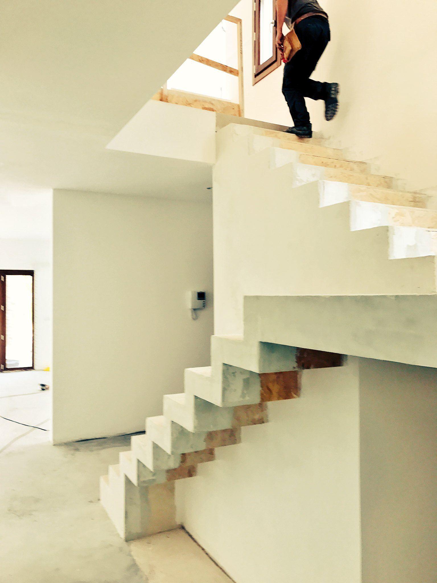 Escalera de estructura de madera de pino tablero osb y for Escaleras de madera para construccion