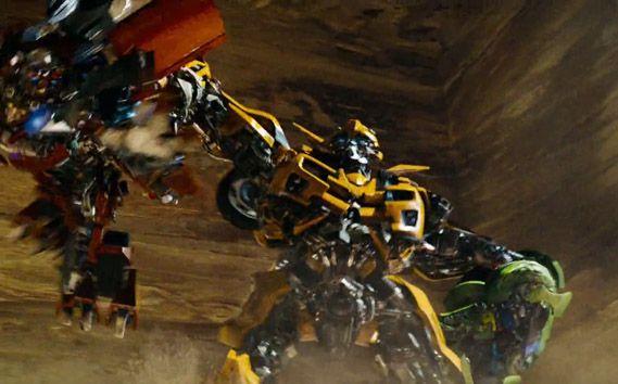 Bumblebee sujeta a los gemelos y les da una buena lección #Transformers #2