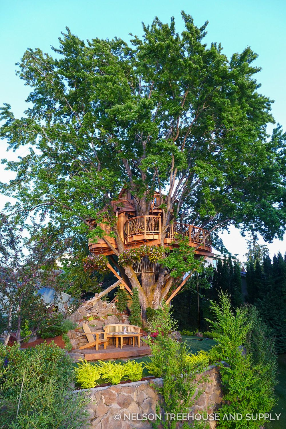 Nelson Treehouse Lake Chelan- this would be so cool on our river ...