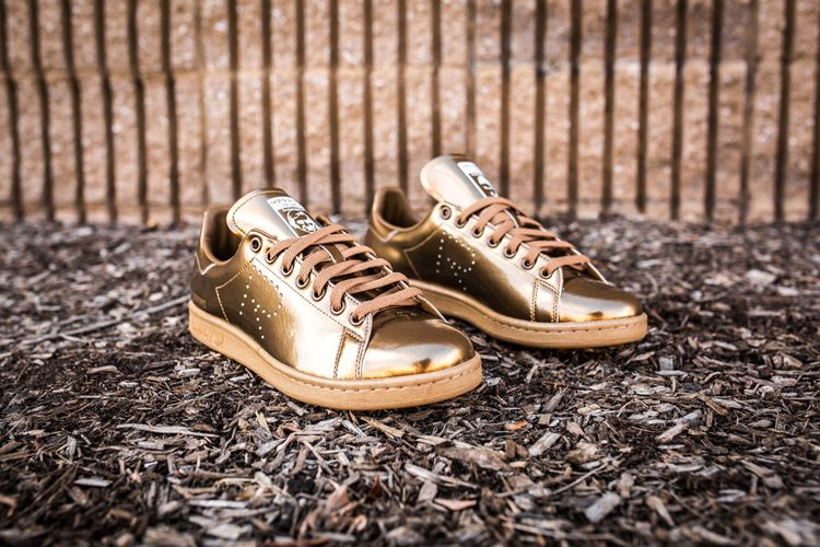 72d3b217cd4f Raf Simons  latest collaboration with adidas Originals gives to the iconic adidas  Stan Smith a metallic Copper finish.