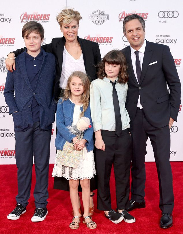Mark Ruffalo S 3 Kids Become Stars At Avengers Premiere Mark Ruffalo Mark Ruffalo Wife How To Look Handsome