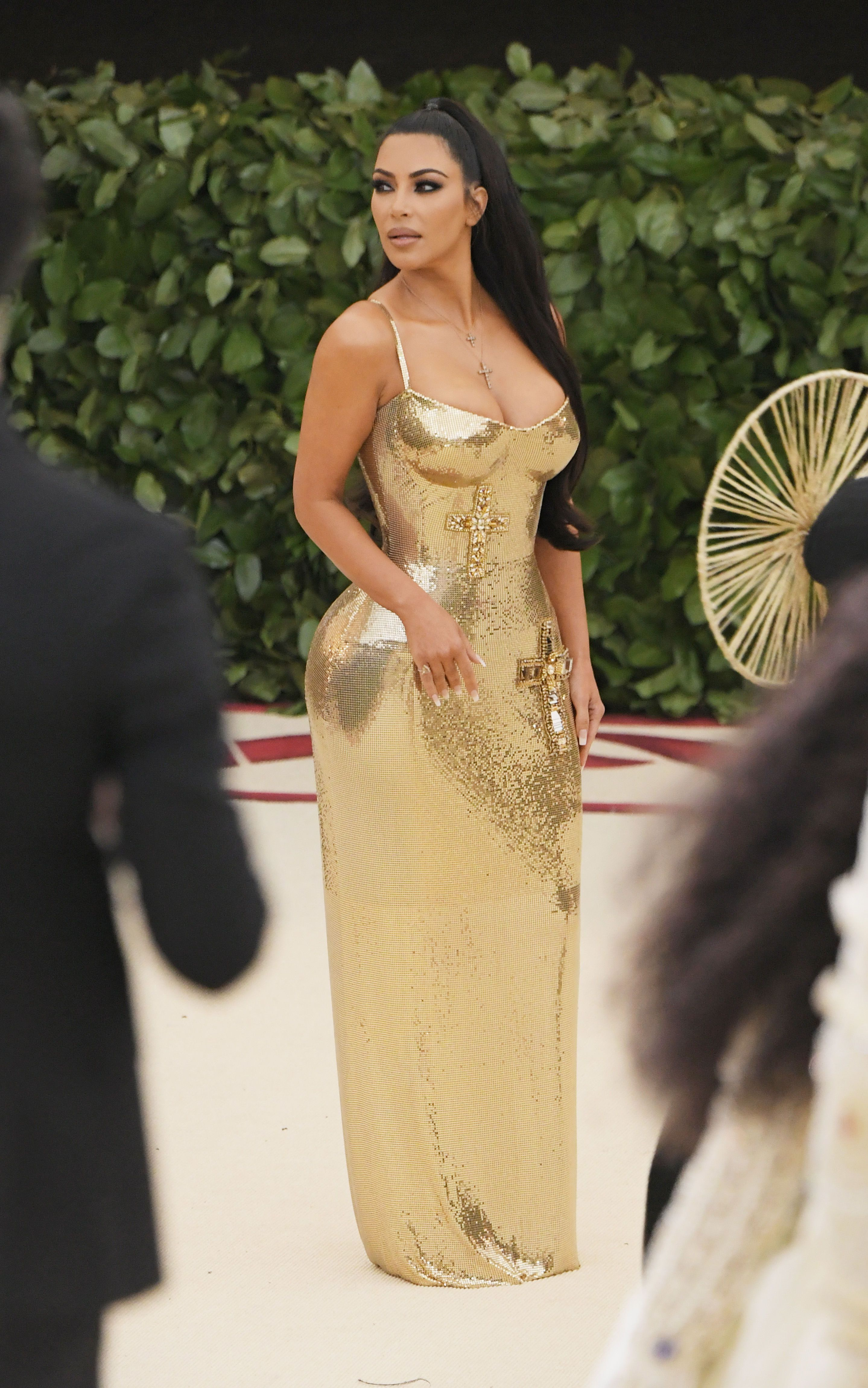 2be6cbc12c8 Kim Kardashian Hot Golden Dress (11 Pics)