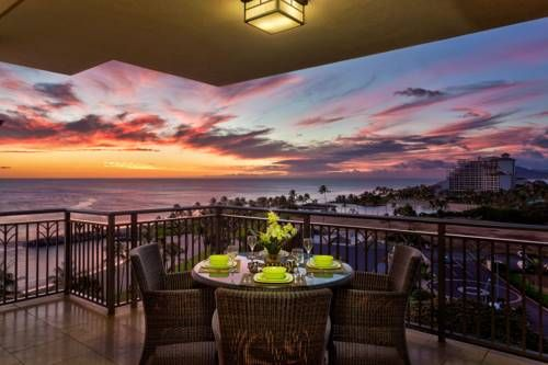 Hale Kai Ko Olina Beach Villa B-904 Kapolei (Hawaii) Located in Honokai Hale, this villa is situated 3.6 km from Wet Wild Hawaii. Guests benefit from terrace. Free private parking is available on site.  There is a dining area and a kitchen complete with a dishwasher and an oven.