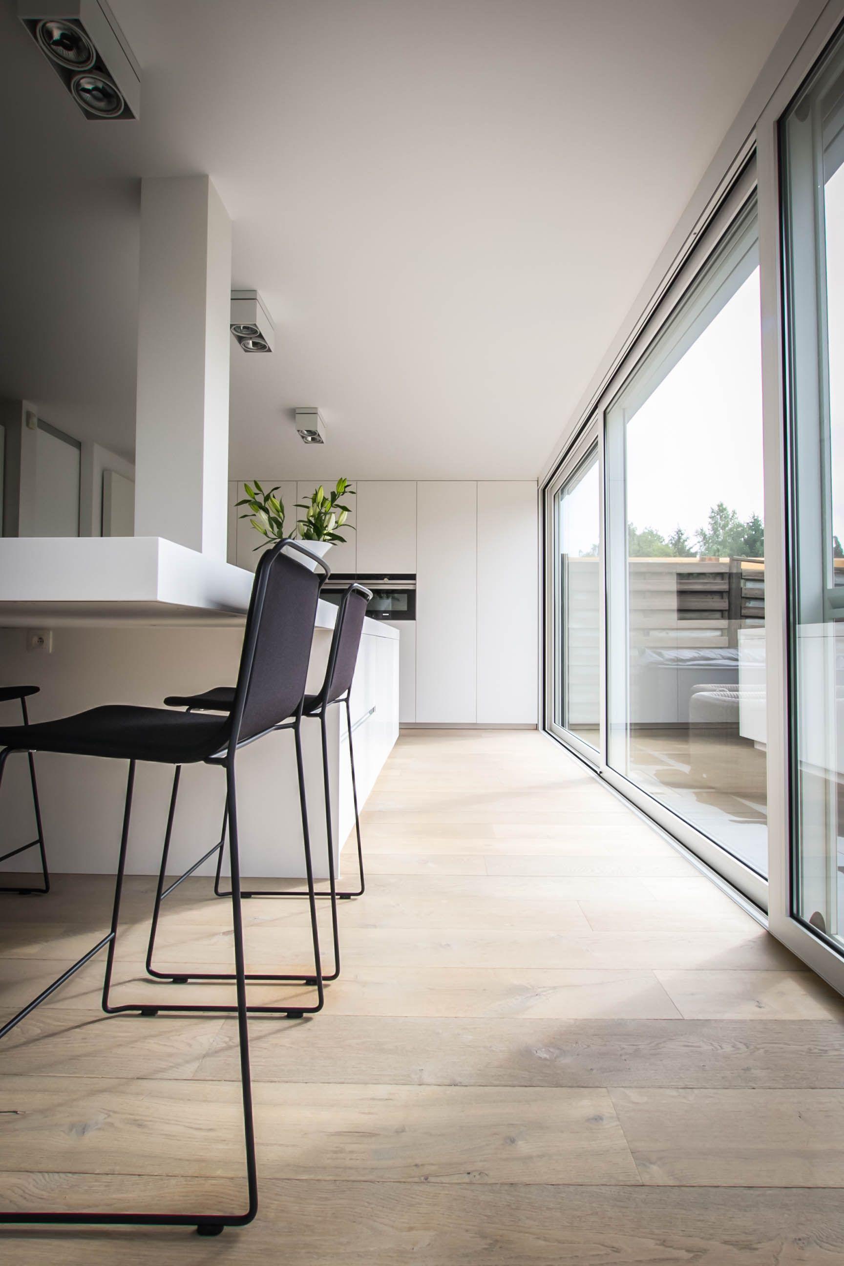 Moderne Keuken Met Veel Lichtinval Eigen Ontwerp Door Gf Concepts In Solid Surface Keuken Eil Interieurontwerp Keuken Slaapkamer Interieur Keuken Interieur