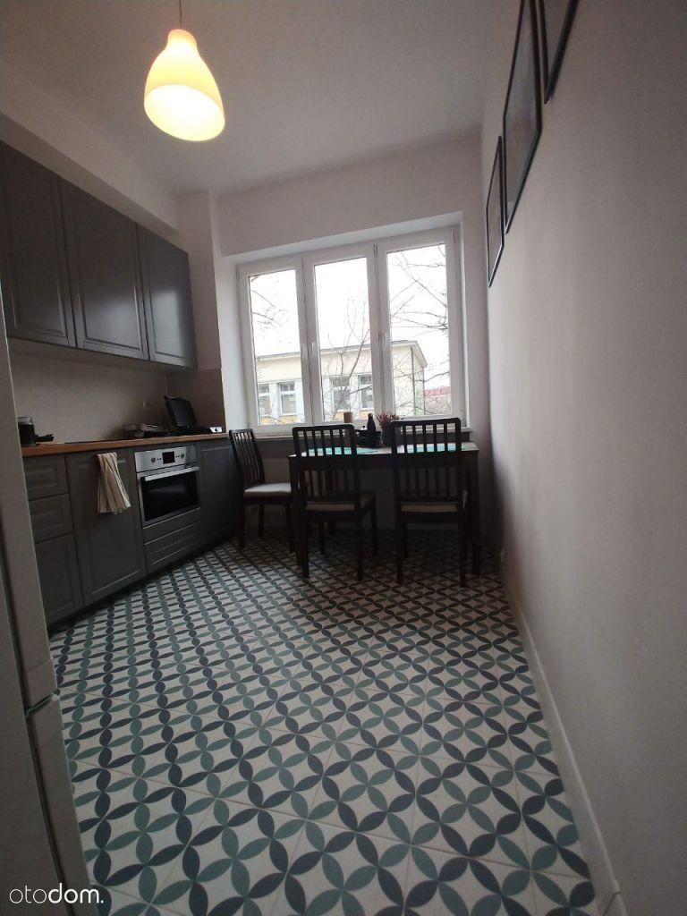 Mieszkanie Na Sprzedaz Warszawa Stara Ochota Foto 8 House Kitchen Cabinets Flooring
