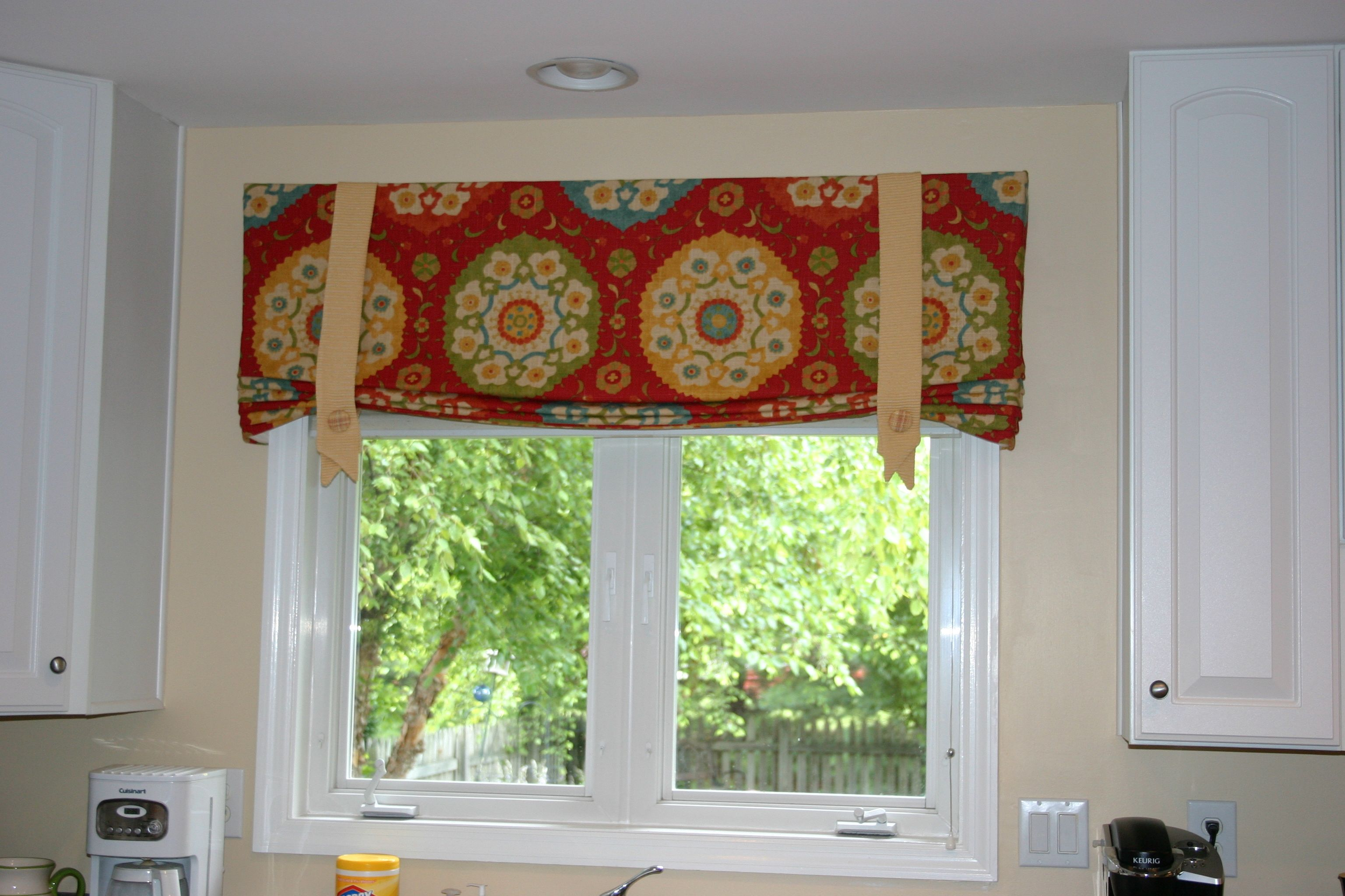 Cute And Colorful Kitchen Valance Custom Window Treatments Window Treatments Kitchen Colors