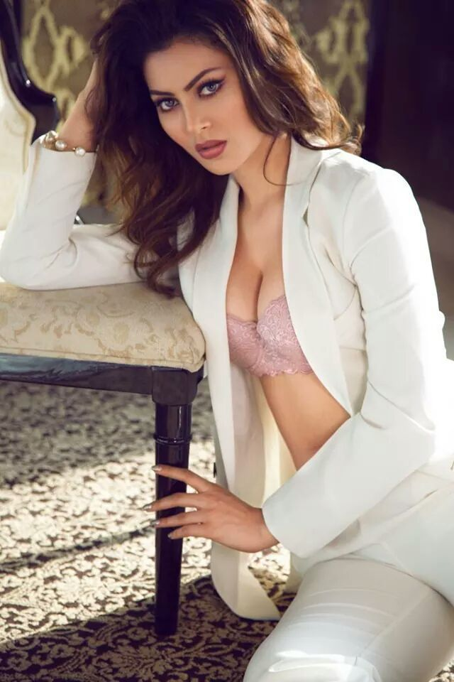 Actress Urvashi Rautela Latest Wallpapers In Hd Images -4968