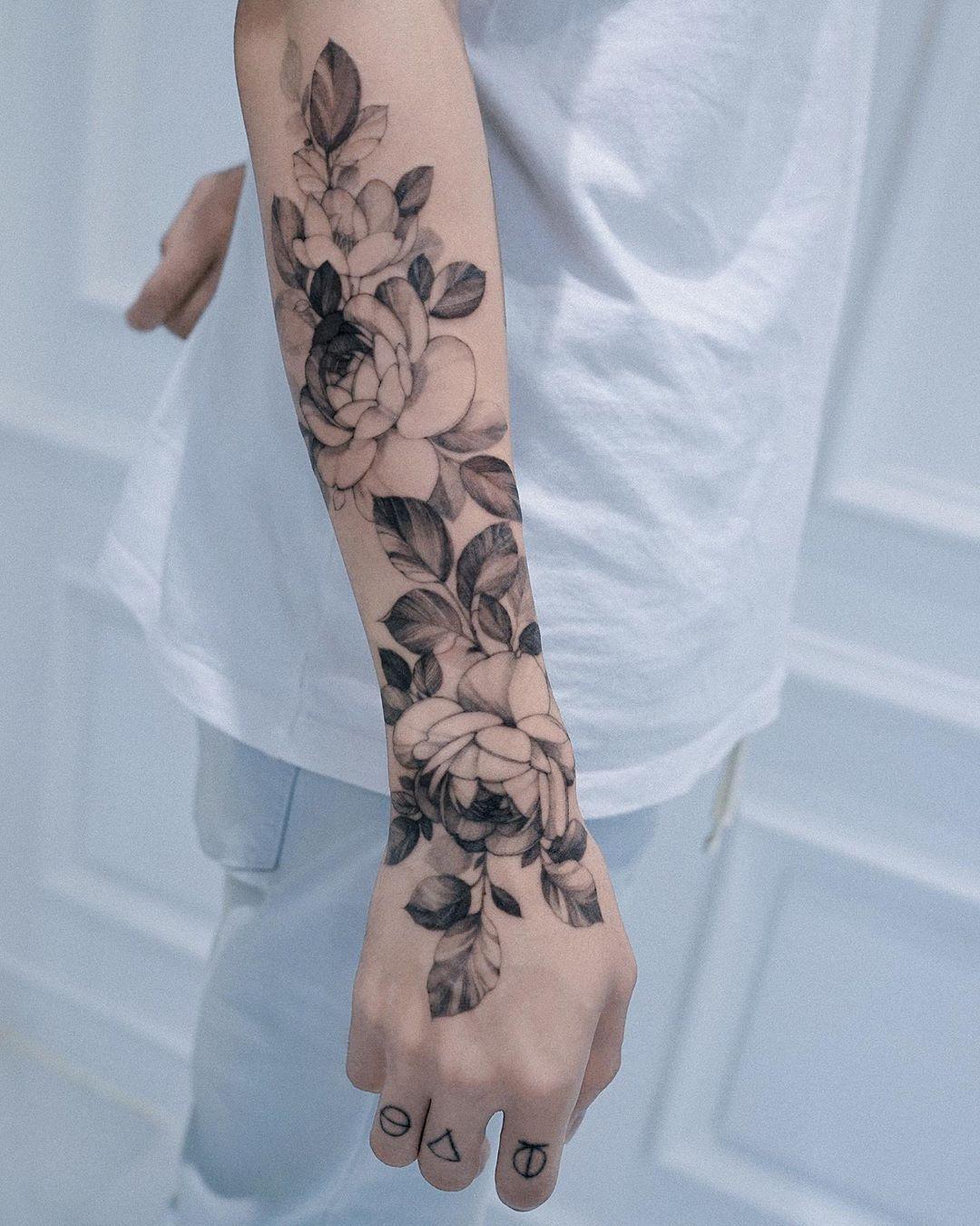4months Healed Done At Lejardindezihwa Artist Zihwa Tattooer Cool Tattoos Arm Band Tattoo For Women Flower Wrist Tattoos