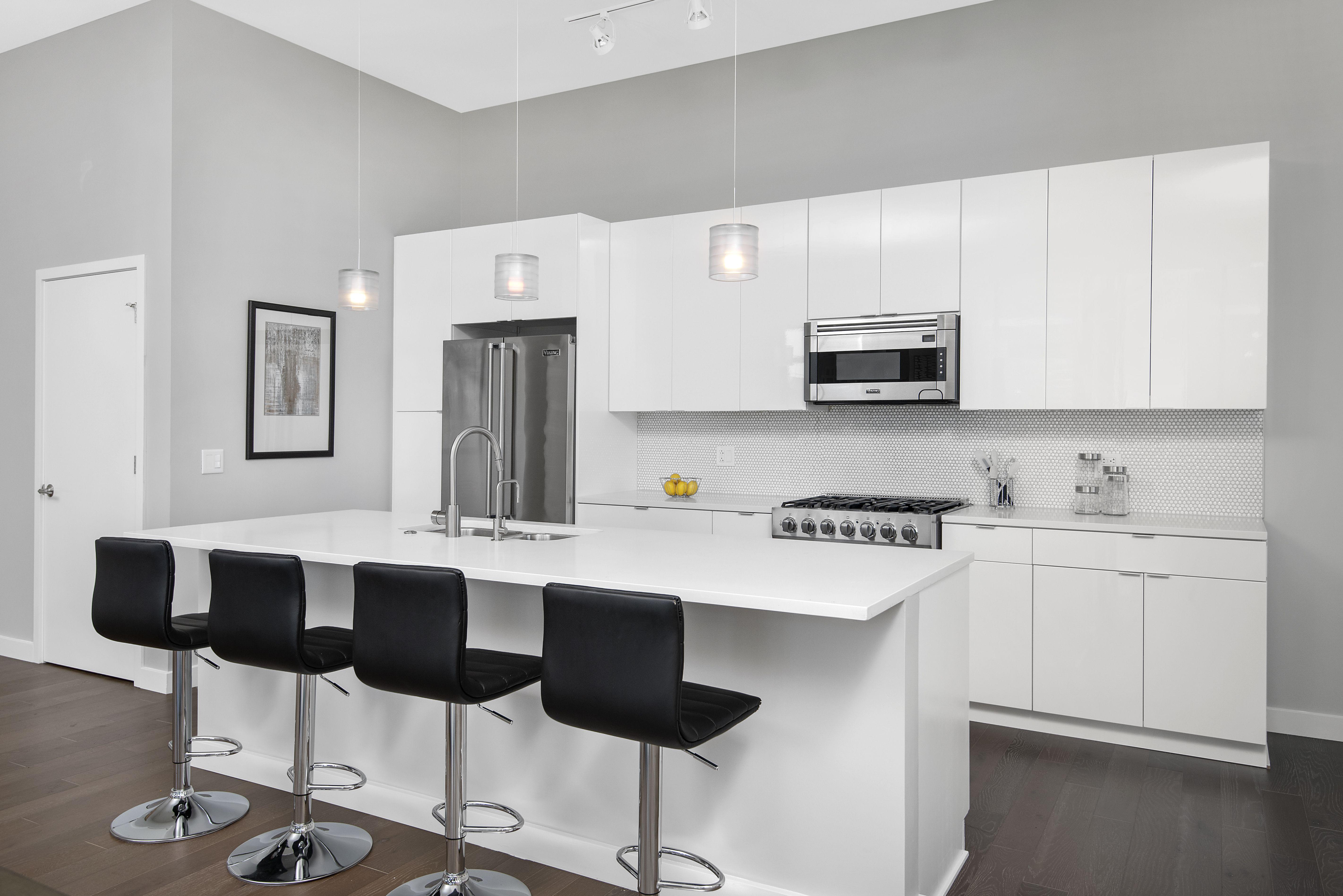 Aurelien Chicago Penthouse Kitchen Design In 2020 Kitchen Design Gloss Cabinets Kitchen