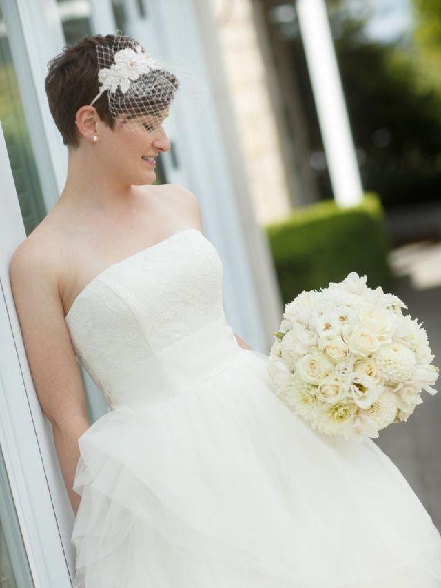 Brautschmuck haare mit schleier  hochzeitsfrisuren kurze haare diadem schleier blumen | wedding ...