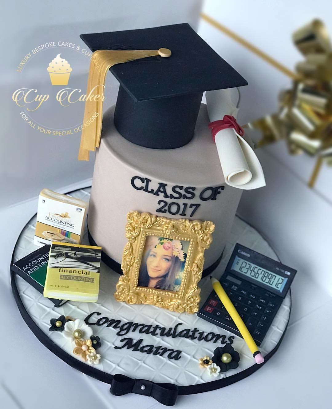 More Graduation Graduation Graduationparty Graduate Graduationceremony Graduation Party Cake High School Graduation Party Decorations Graduation Cakes