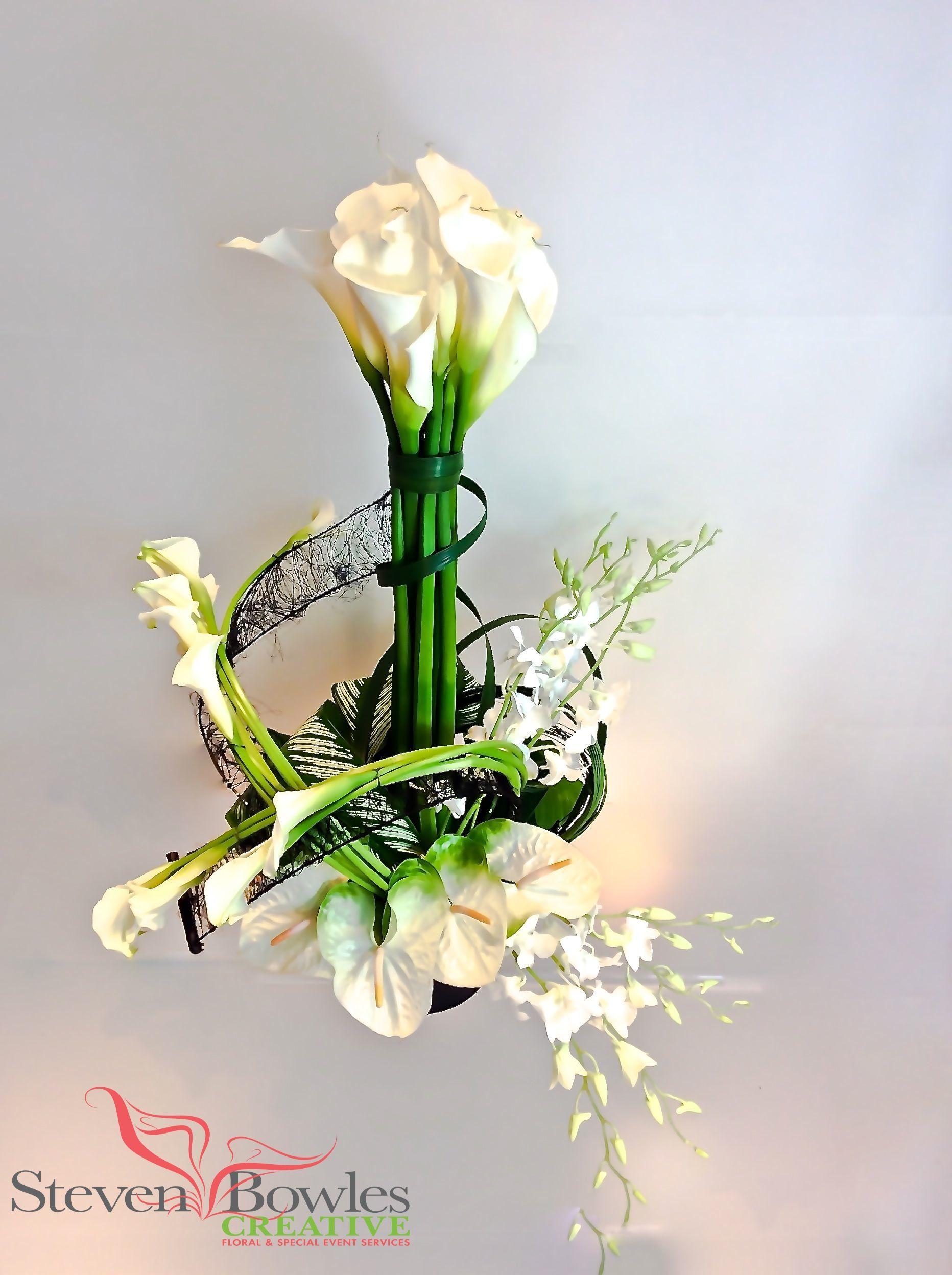 Modern Calla Lily Floral Arrangement Designed By Steven Bowles Creative Floral And Event Desi Pohoronnye Cvetochnye Kompozicii Cvetochnye Kompozicii Kompoziciya