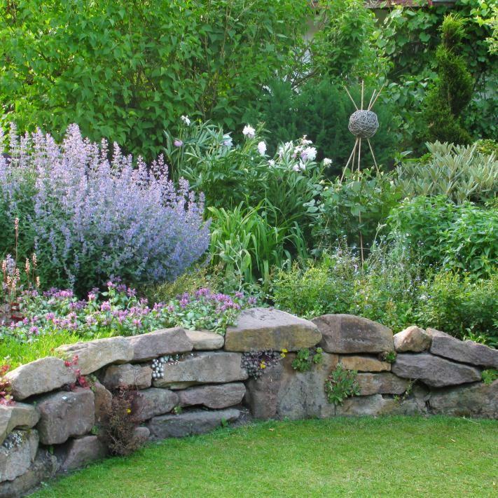 Trockenmauern planen, anlegen und bepflanzen - garten mit natursteinen gestalten