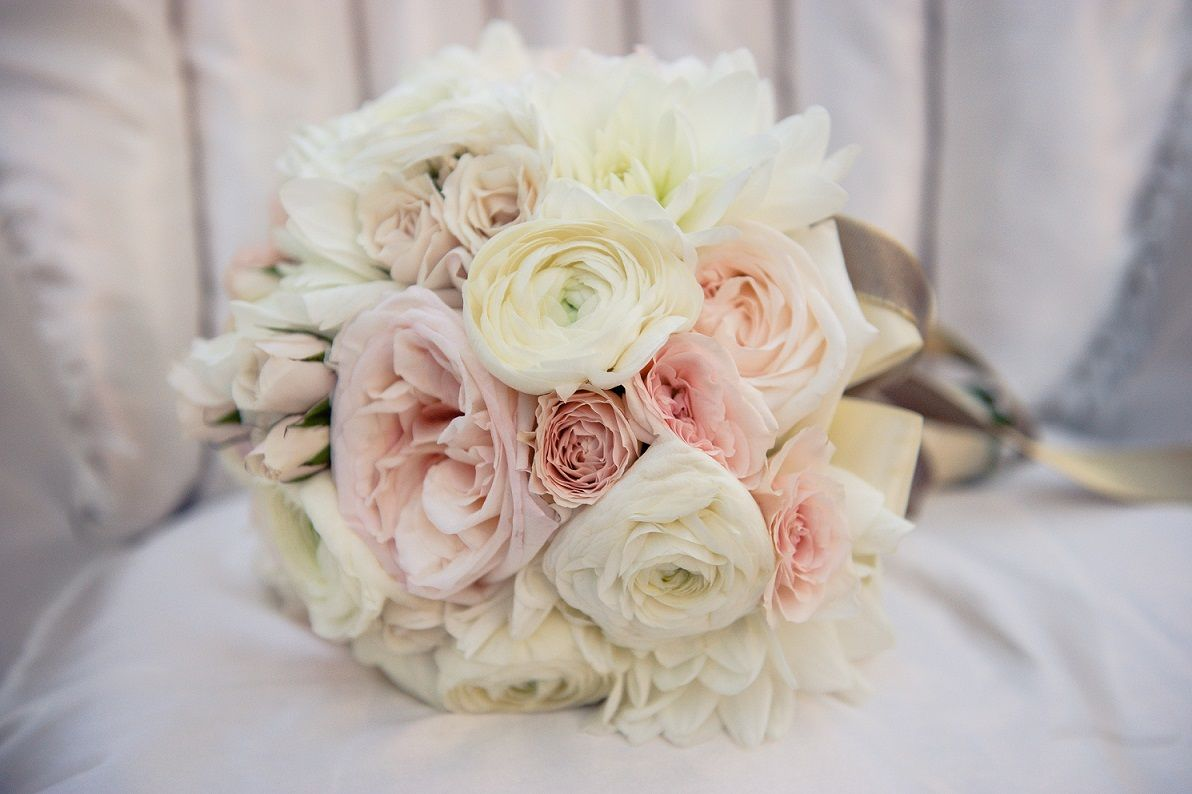images of garden roses and spray roses and ranunculus bouquets garden_rose_ranunculus_bouquet_french_shoot - Blush Garden Rose Bouquet