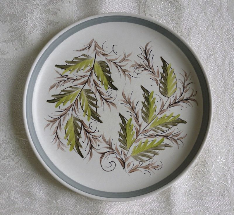 Denby Stoneware Glyn Ware vintage pottery dinner plate - handpainted leaf design A nice ex&le of an original c retro vintage Denby & Denby Stoneware