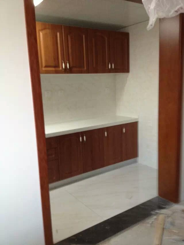 Wall Kitchen Cabinet And Base Cabinet With Engineered Quartz Surface