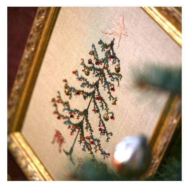 "Eglė, įrėminta į rėmelius iš Rietavo blusų turgaus:)  From the book ""Stitch by Penny Black""   Framed ""Christmas Tree"""
