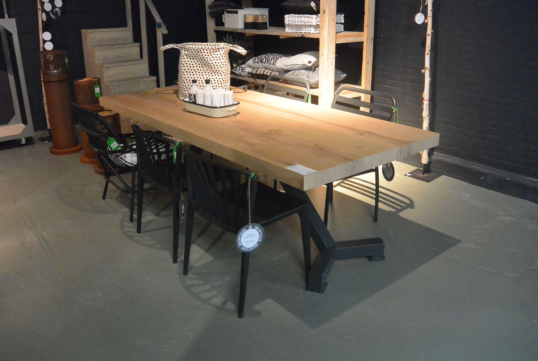 Gekko tafel met originele stalen tafelpoten met massief