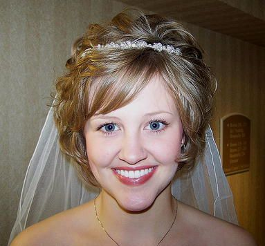 Simply gorgeous - and what a contagious smile! #shortbridalhairstyles