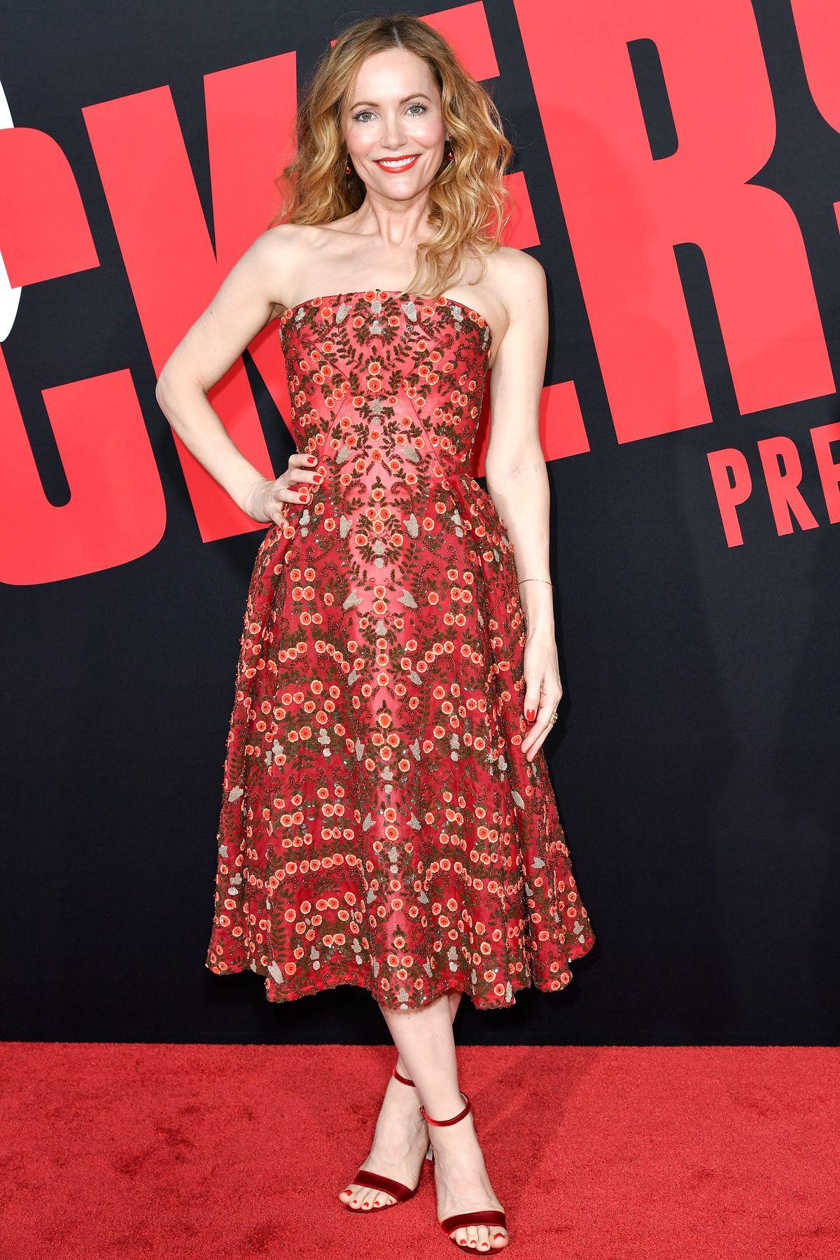 b062acec9227 LESLIE MANN Best Celebrity Dresses, Celebrity Red Carpet, Celebrity Style,  Leslie Mann,