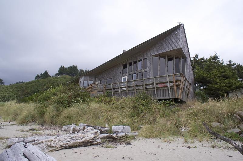 Beachfront neskowin house rental oceanfront