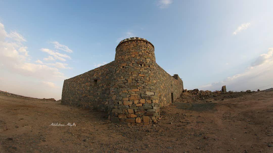 تصويري قلعة العرفاء من أكبر مواقع النقوش الصخرية حيث يوجد به كثير من الرسوم التي تضم رسوم حيوانية ويوجد بال Monument Valley Natural Landmarks Monument