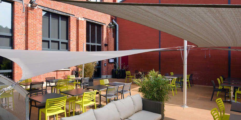 Voile Ombrage Terrasse : Voiles d u0026#39;ombrage ajour u00e9es terrasse restaurant Voile d