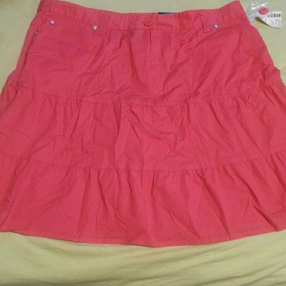 NWT'S  Fashion  Bug skirt Pinkish-orange  skirt with  pockets  size  16W . BUNDLE  AND  GET  DISCOUNTS Fashion Bug Skirts