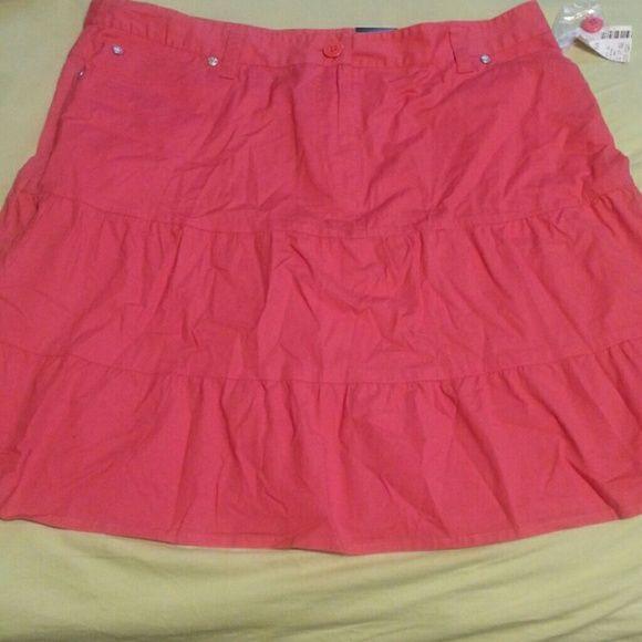 NWT'S  Fashion  Bug skirt Pinkish-orange  skirt with  pockets  size  16W . BUNDLE  AND  GET  DISCOUNTS Fashion Bug Skirts