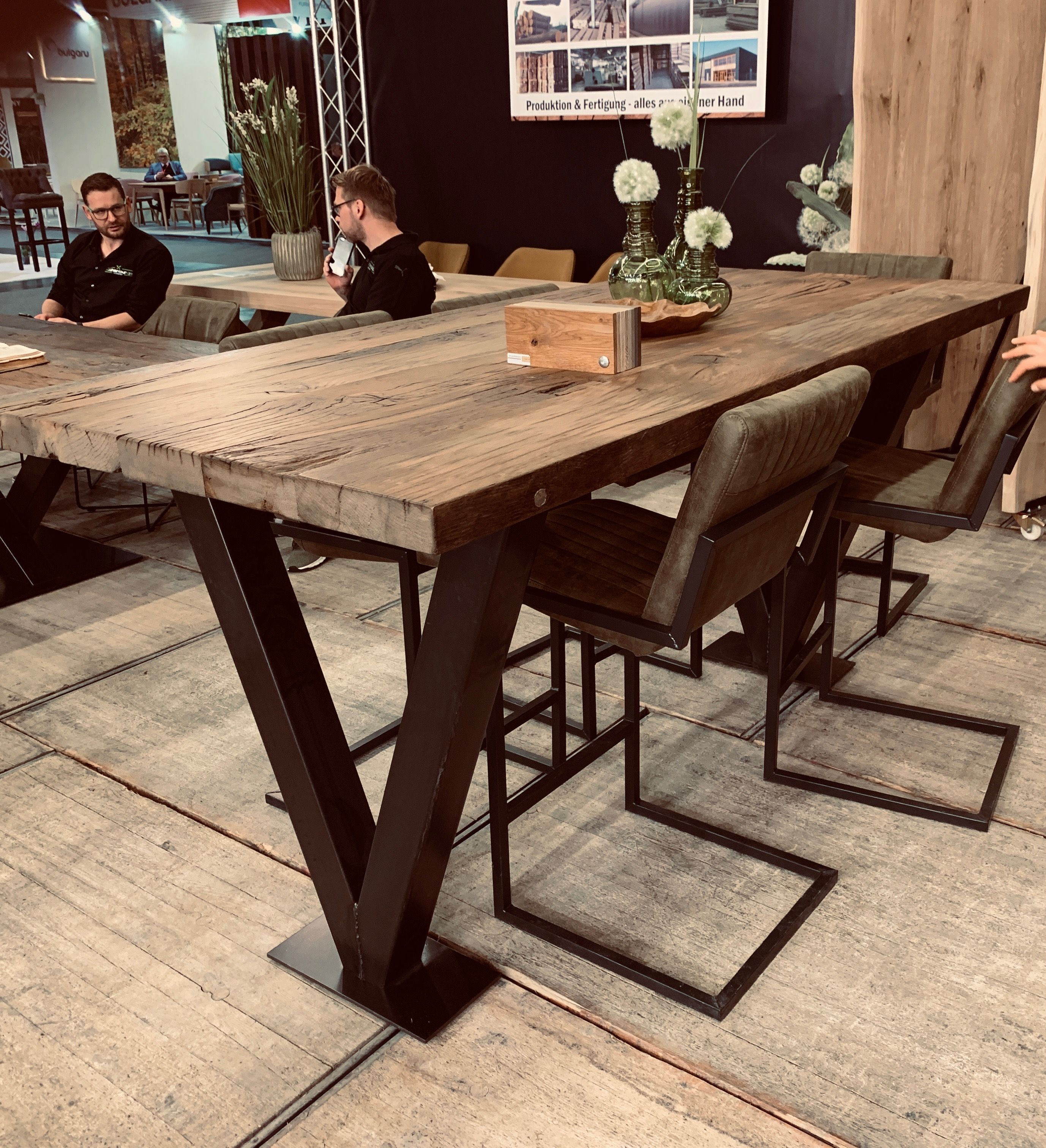 Bartisch Oder Stehtisch Mit Tischplatte Aus Massiver Alter Eiche