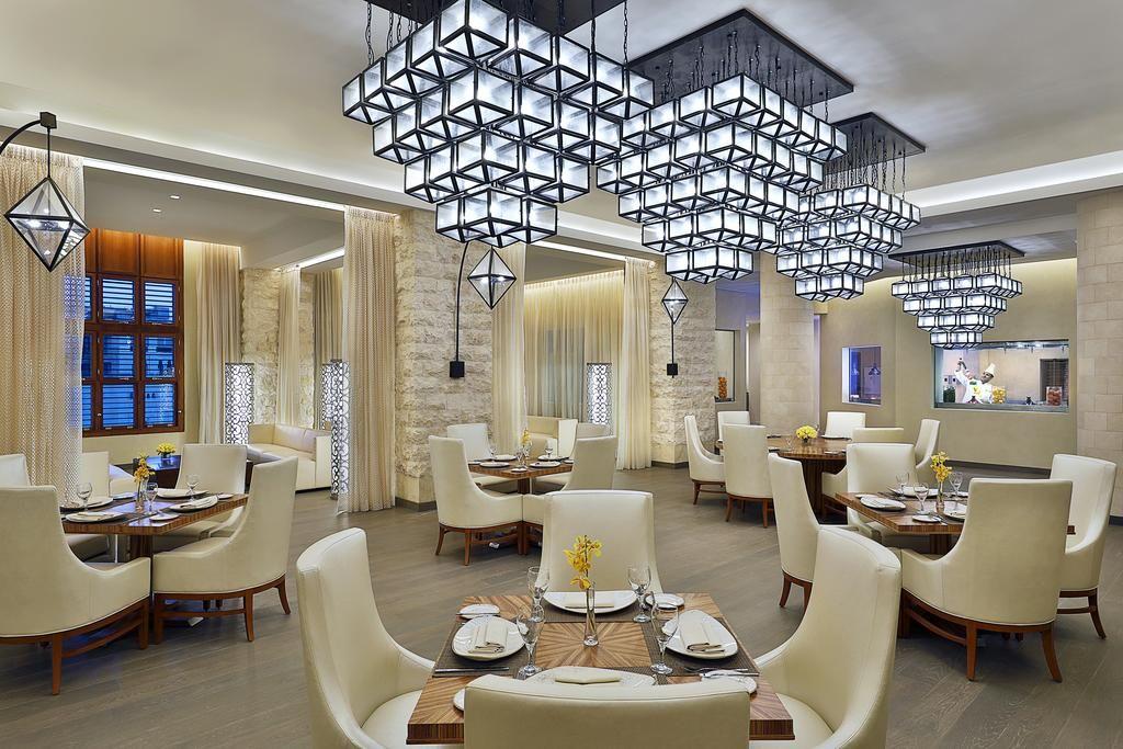 تسعي دائما شركات حجز الفنادق بمكة المكرمة الي توفير كافة التساهيل بالاضافة الي تقديم كافة المميزات والخدمات لكافة العملاء Home Decor Table Decorations Decor